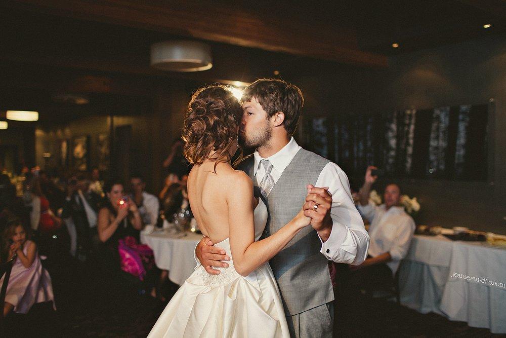 StudioJeanie_VancouverWeddingPhotographer_LindsayAndrew_AliciaKeatsEvents_GrouseMountain_Weddings_0750
