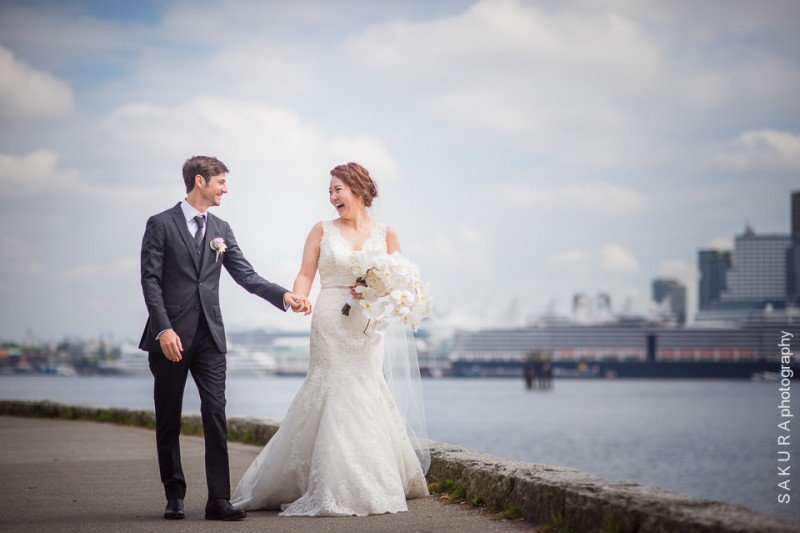 vancouver-wedding-stanley-park-seawall-happy-couple