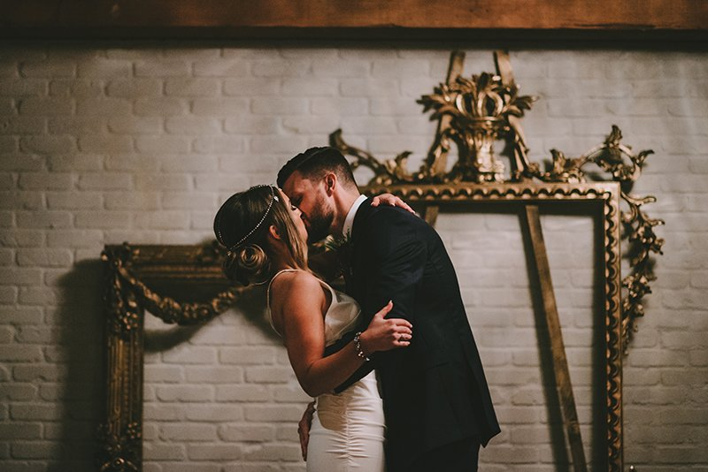 vancouver-wedding-the-loft-first-kiss-frames