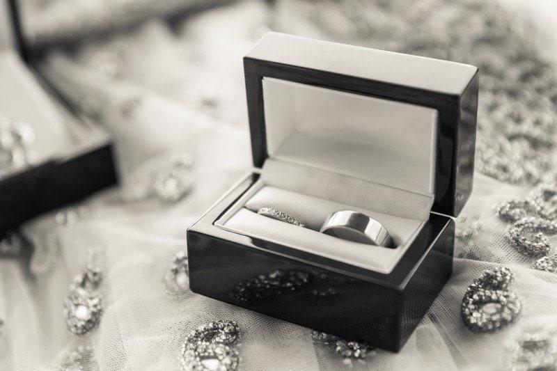 vancouver-wedding-bride-groom-ring-box