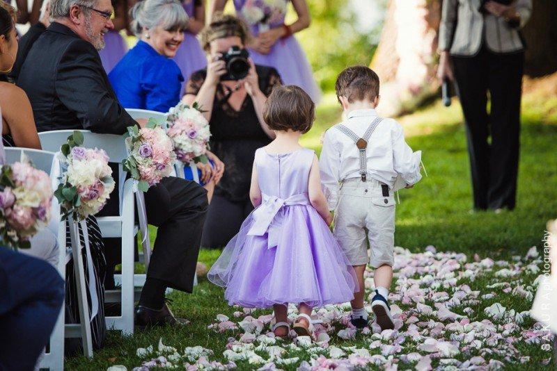 vancouver-wedding-flower-girl