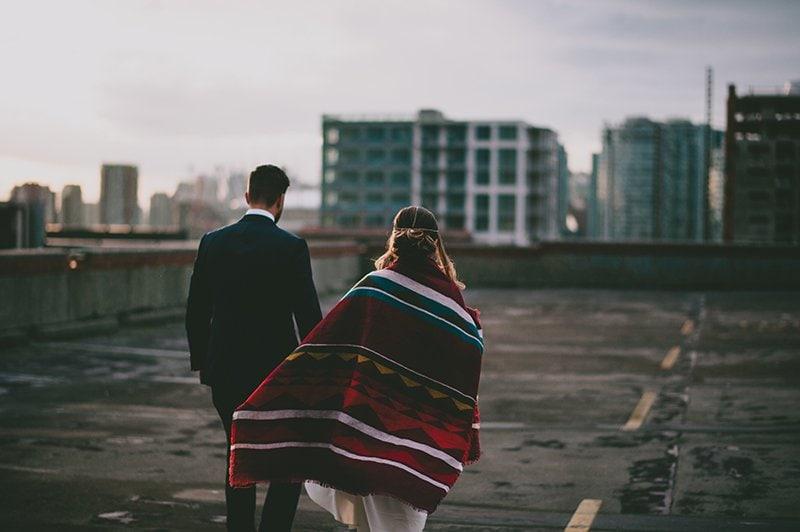 vancouver-wedding-planner-skyline-couple-blanket
