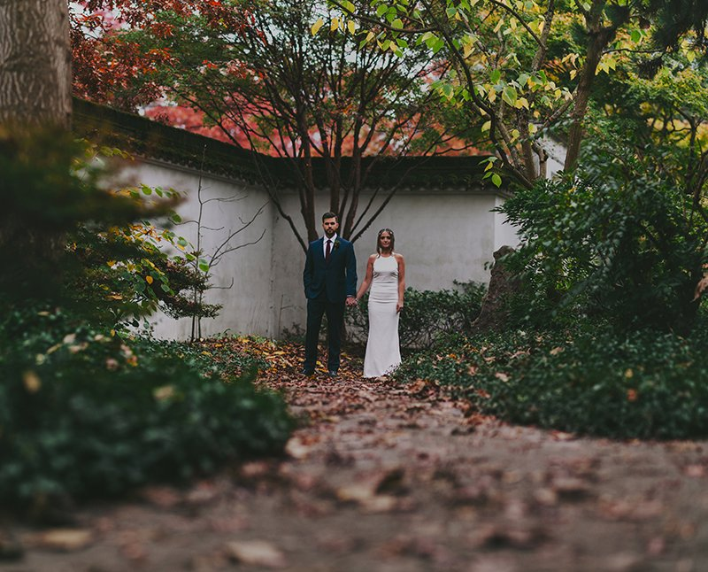 vancouver-wedding-planning-chinese-garden-couple