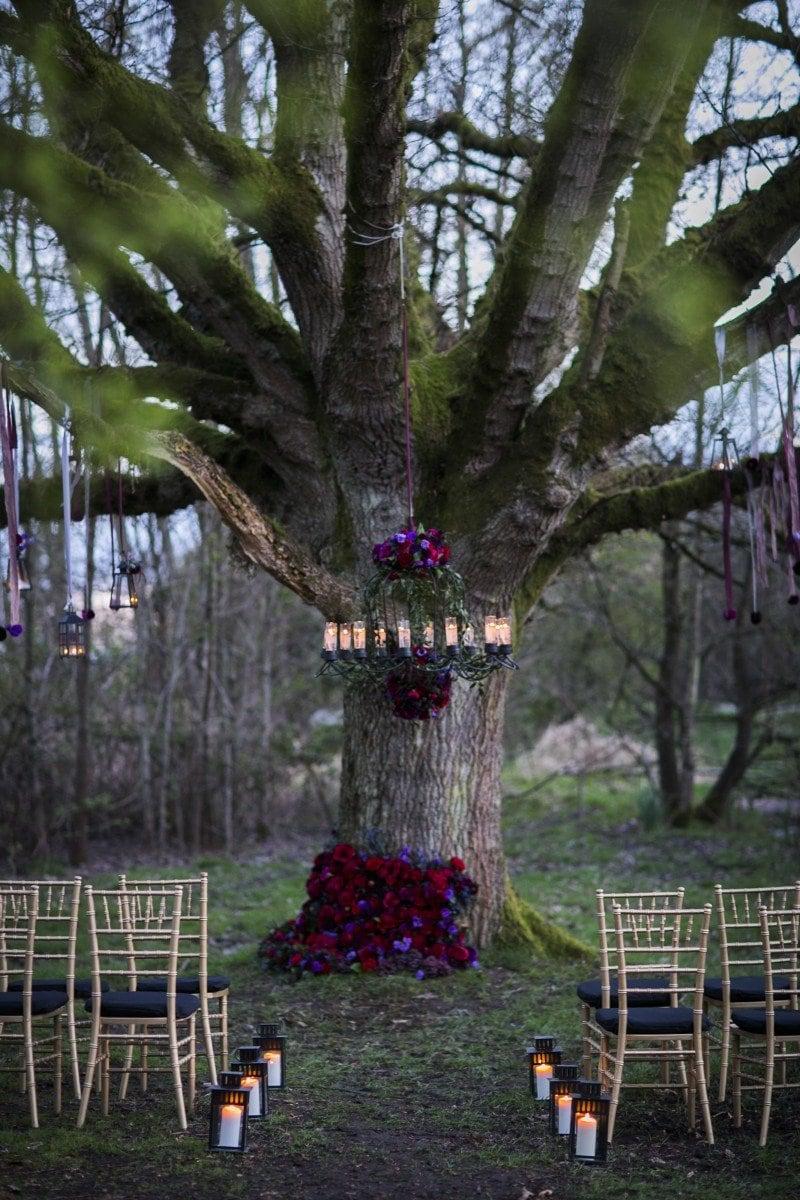 dark wedding ideas purple red