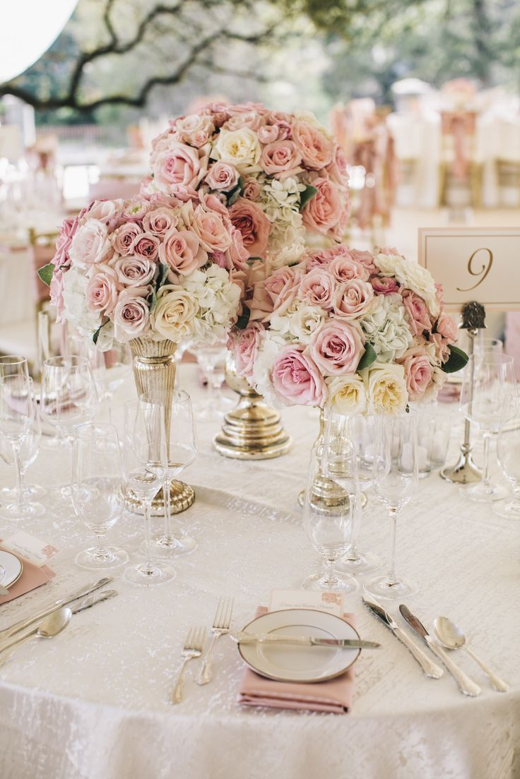 pink roses wedding table