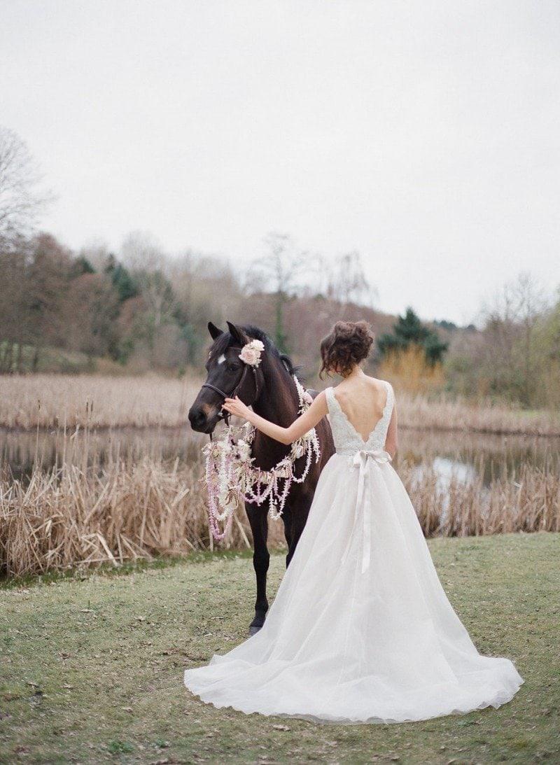 wedding bride and horse vancouver